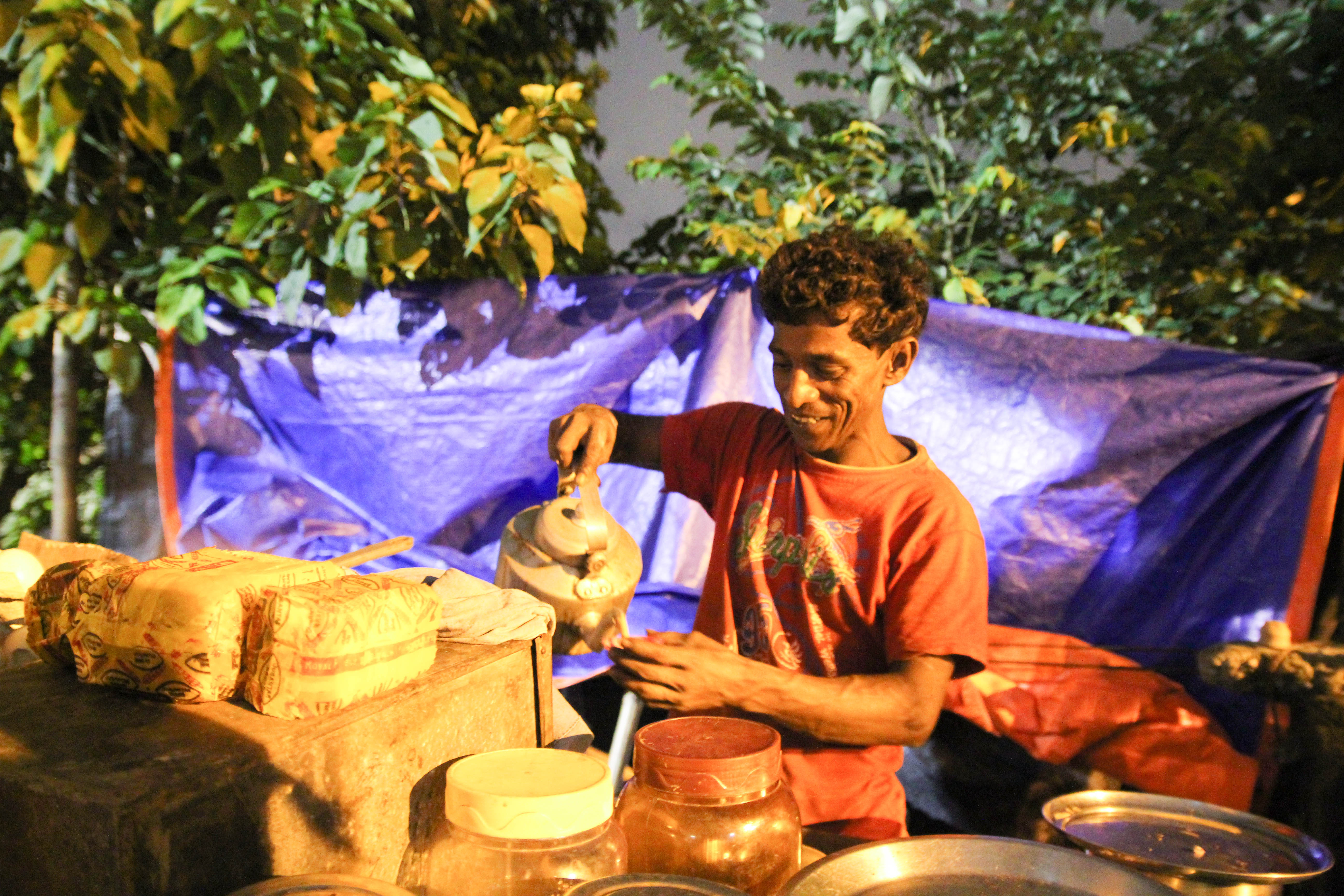 Chai wallah at Baghbazaar