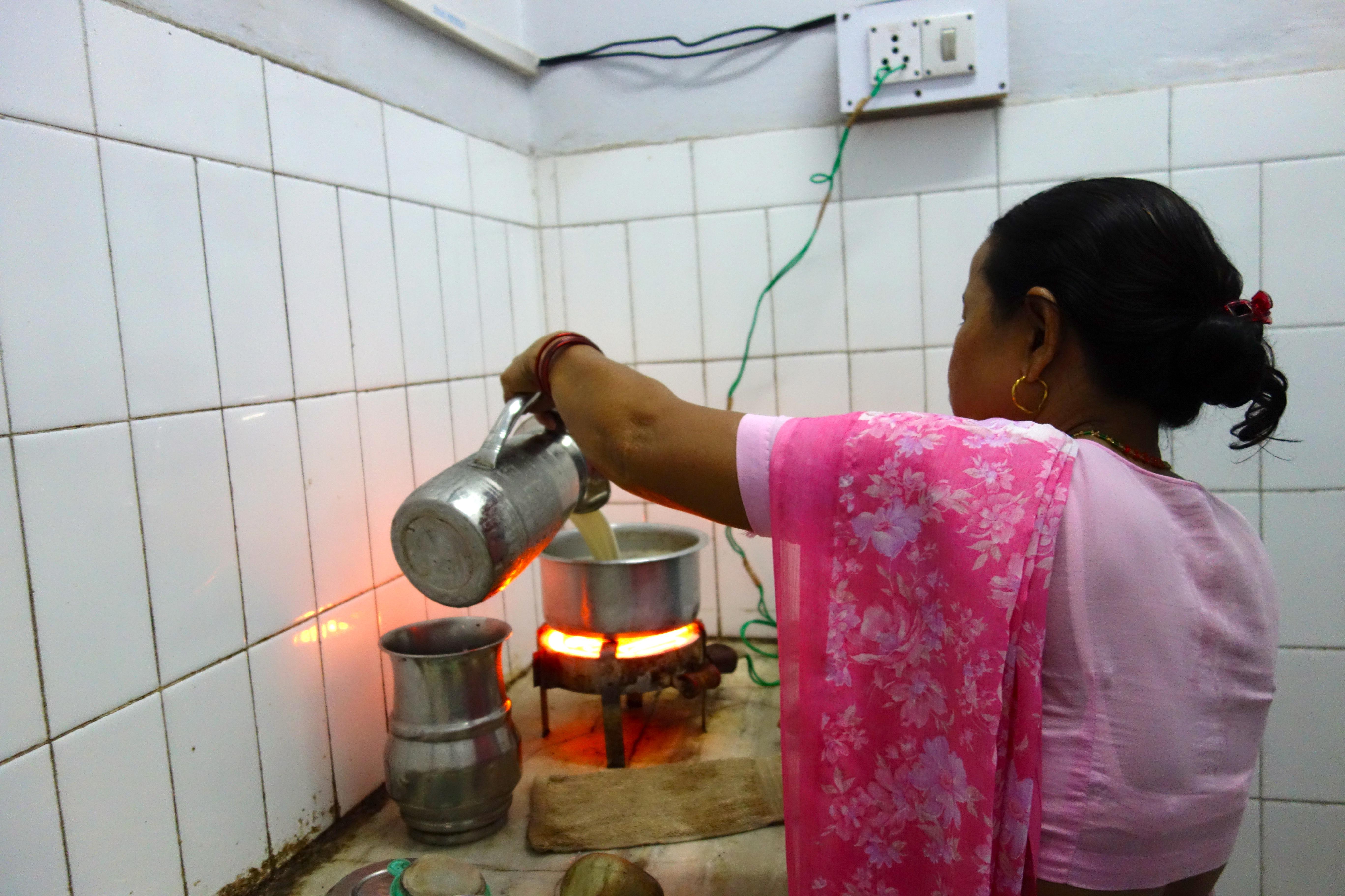Jhumka pouring chai